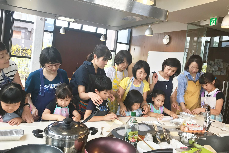 親子で参加!おもてなしの心を夏野菜のキッシュクッキングを通し、学ぶコミュニティ交流会